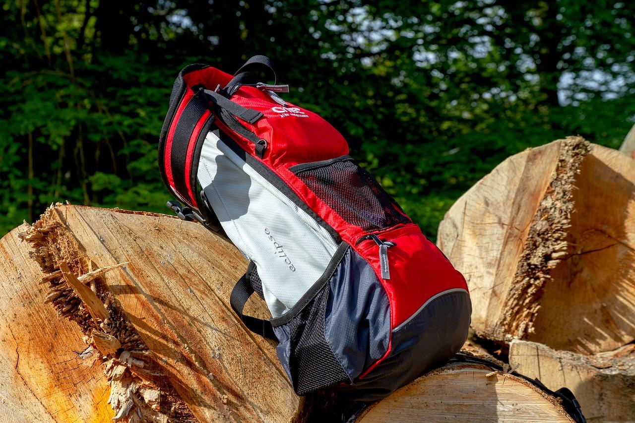 backpack-3369137_1280