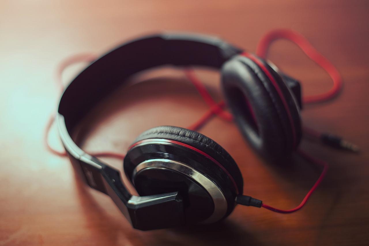 headphones-407190_1280