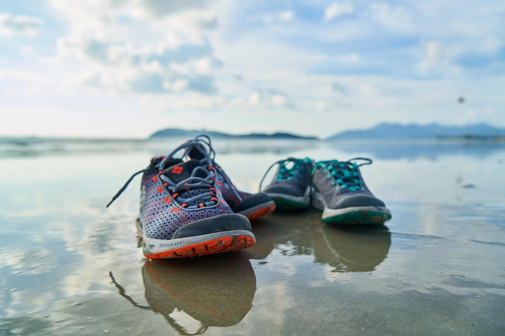 shoes-2381534_1920